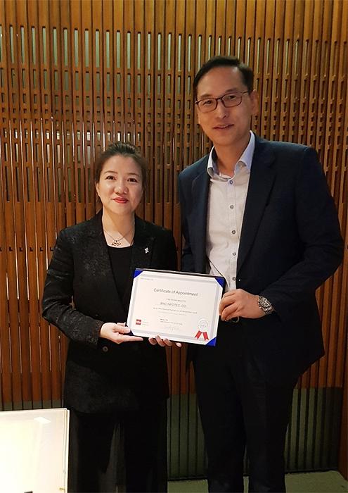 Infor GC & Korea총괄 Becky Xie와 BnC InfoTec 대리수여, Infor Korea 윤희창상무